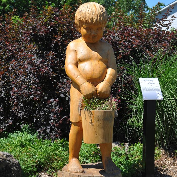 Petit homme qui s'en allait planter un arbre - Collection Ville de Boisbriand